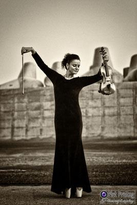 Jewellery: Dimiourgiko Vildiridis , Dress: Alexandra Collection , Violin Maker: Christian Lijsen