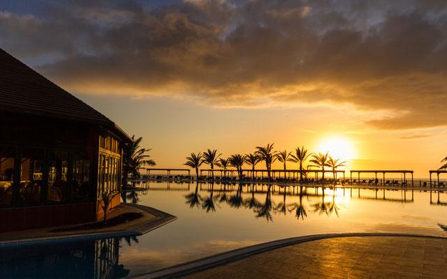 Sonnenuntergang in der Hotelanlage