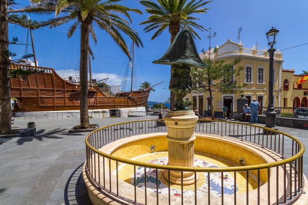 Plaza de la Alameda mit dem Museo Naval Barco De La Virgen, Santa Cruz
