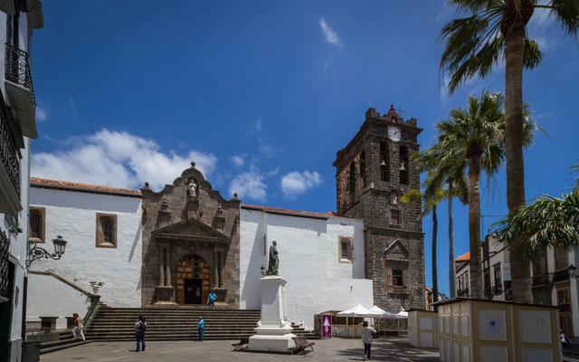 Plaza de España mit der Iglesia Colegial del Divino Salvador, Santa Cruz