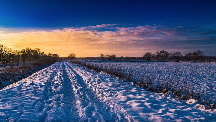 Sonnenuntergang-Schnee