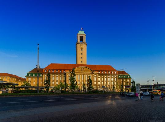 Rathaus Spandau im Abendlicht