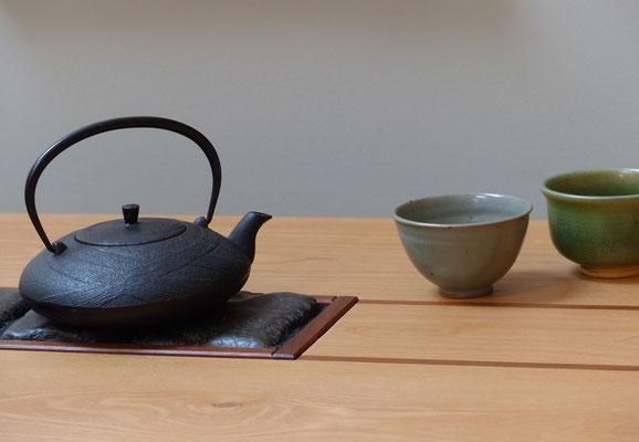 Tee-tisch mit Basalteinlage