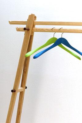 Garderobenhalter, hergeleitet aus dem 3-beinigen Kleiderständer