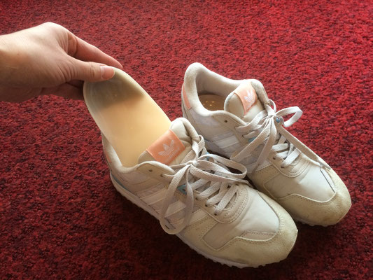 姿勢矯正インソール お持ちの靴に入れ変えられます
