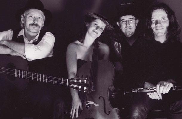 Taltala - Thomas Riedel (Gitarre / Gesang), Magdalena Engel (Violoncello), Karl-Heinz Saleh (Gitarre) und Jan Hermerschmidt (Klarinette) Foto: Hans Wulf Kunze