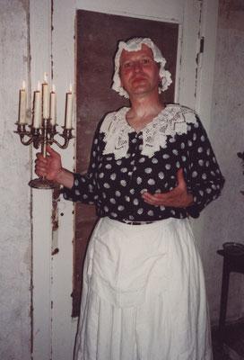 """Miss Umney in """"Das Gespenst von Canterville"""" am Theater an der Angel Magdeburg"""