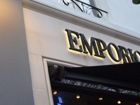 Emporio Armani, Antwerpen | Rückleuchter, 30 mm stark - mit warmweißer LED-Ausleuchtung