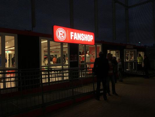 F95 Fortuna Düsseldorf FanShop Esprit Arena | Leuchtkasten mit PVC-Backlit-Spanntuch und LED-Ausleuchtung
