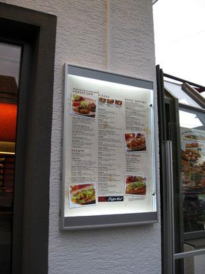 Pizza Hut, Fürth | Speisekartenkasten, durch LED beleuchtet