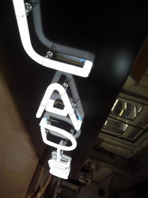 Einzelbuchstaben im Profil 1 (Neon)