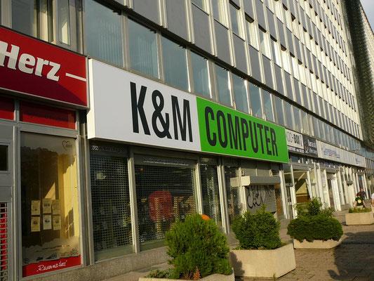 K&M Computer, Berlin-Mitte | Spanntuchtransparent mit LED-Ausleuchtung 2,0x15,0 m