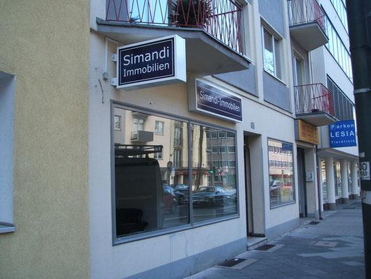 Simandi Immobilien | Leuchtkästen im Profil E180 einseitig bzw. doppelseitig (Ausleger) mit digitalbedruckten Acrylscheiben