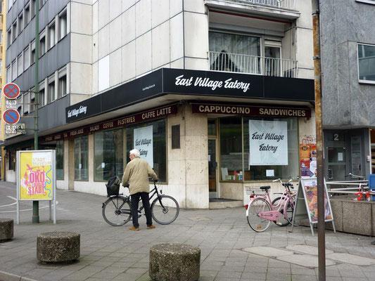 East Village Eatery, Düsseldorf | Acrylglashauben mit Folienbeschriftung