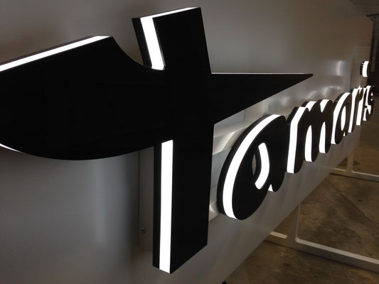 Beispiel - Kantenleuchter / Seitenleuchter (Vollacrylglas-LED-Buchstaben) - Tamaris