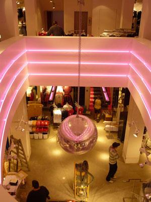 TALLY WEIJL, Düsseldorf | Lichtinstallation mit insgesamt ca. 60 m Neon-Rohr