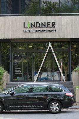Beispiel - Kantenleuchter / Seitenleuchter (Vollacrylglas-LED-Buchstaben) - Lindner Hotels
