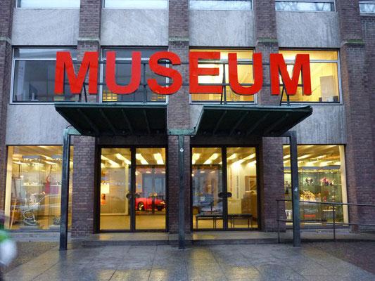 Museum Köln | Leuchtbuchstaben im Profil 5s mit LED Ausleuchtung auf einer Aluminiumunterkonstruktion