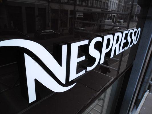 Nespresso, Brüssel | Frontleuchter, 33 mm stark