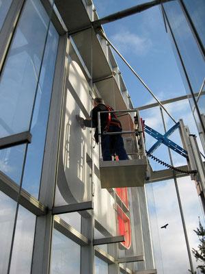Sparkasse Düsseldorf | Austausch der LED Ausleuchtung an beiden Logos des Finanzturms
