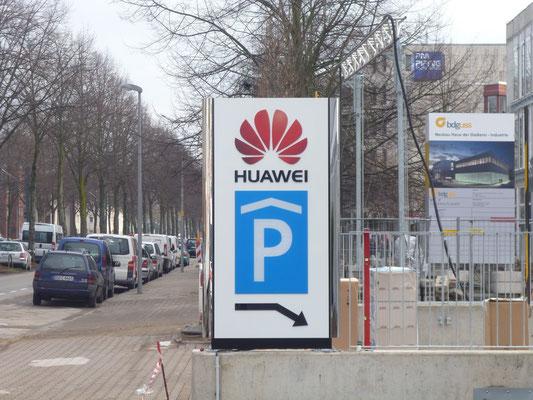 HUAWEI Deutschland, Düsseldorf | Pylon mit durgestecktem Logo