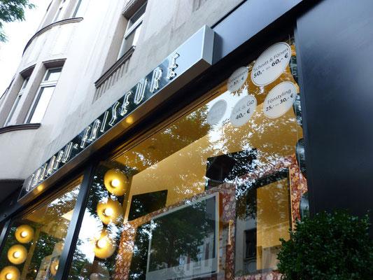 Champu Friseure, Düsseldorf | Leuchtkasten dekupiert und durchgesteckt sowie Schaufensterbeschriftung
