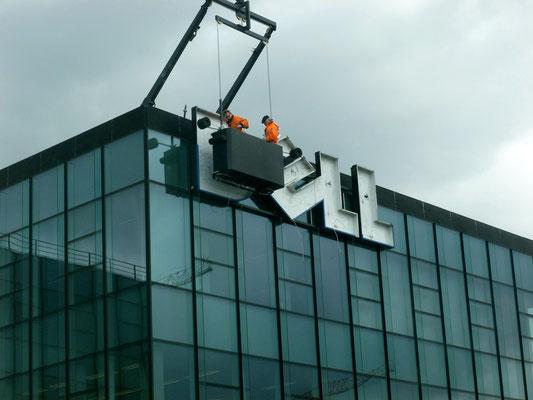 DELL, Frankfurt | Austausch der alten Neon-Ausleuchtung gegen moderne und umweltfreundliche LED-Ausleuchtung