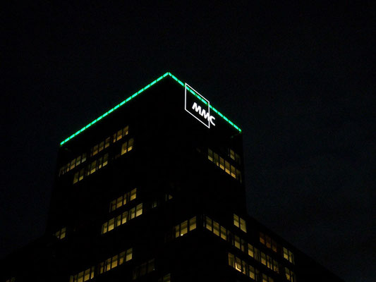 MMC-Tower, Frankfurt / LED Leuchtkonturen - Gebäudeillumination