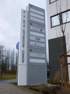 dmp / Jessen, Mönchengladbach | Werbepylon, doppelseitig ca. 6,0 m hoch