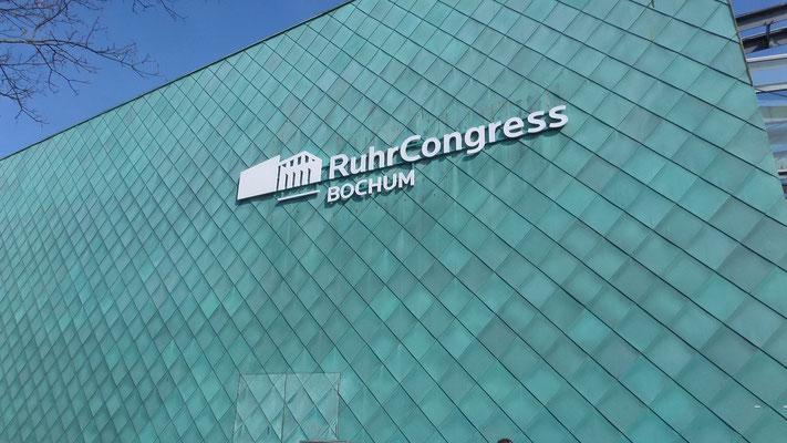 Ruhrcongress, Bochum | Einzelbuchstabenschriftzüge als Vollacrylglas-LED-Fronleuchter