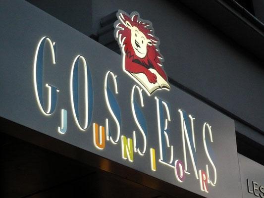 Gossens, Düsseldorf | Transparent dekupiert/durchgesteckt + Folienkaschierung frontseitig auf den durchgesteckten Buchstaben