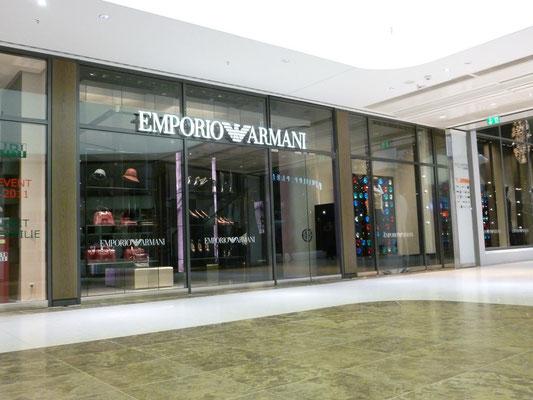 Emporio Armani, Düsseldorf | Einzelbuchstabenschrift als Frontleuchter (Vollacrylglas-LED-Buchstaben)