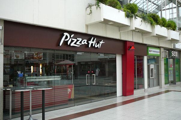 Pizza Hut, Frankfurt Nordwest-Zentrum | Einzelbuchstaben im Sonderprofil und Logo