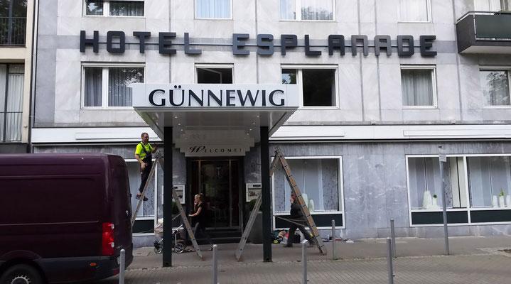 Günnewig Hotel Esplanade, Düsseldorf | Werbeanlagen als Vollacrylglas-LED-Kantenleuchter sowie als Profil 3 Schattenschriften