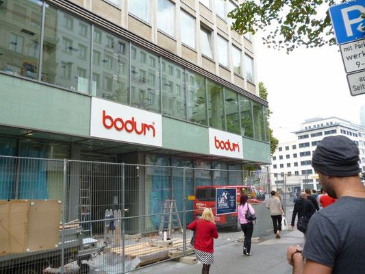 Bodum, Frankfurt | Einzelbuchstaben als Vollacylglas-LED-Frontleuchter