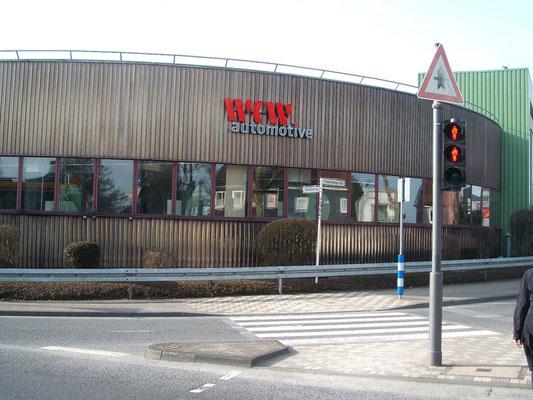 WKW automotive, Wuppertal | Einzelbuchstaben, zum Teil an gerundeten Fassaden angepaßt, im Profil 5 mit LED Ausleuchtung