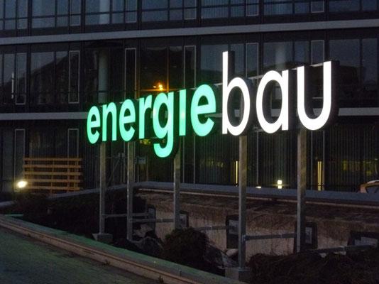 Energiebau, Köln | Einzelbuchstabenschriftzug mit einer Länge von 10,0 m im Profil 4 mit LED-Ausleuchtung