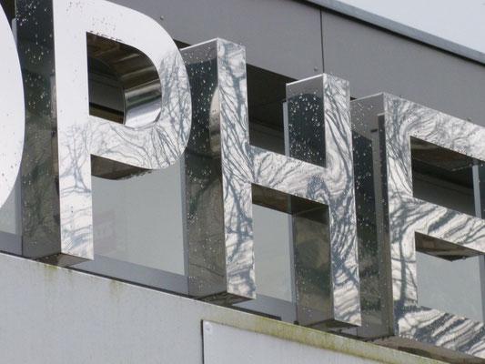 Einzelbuchstaben im Profil 1 (unbeleuchtet, wahlweise mit oder ohne Rückwand) / (Opheis, Geldern)