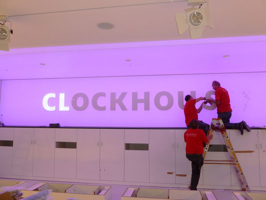 Clockhouse by C&A, Düsseldorf - Flagship Store | Vollacrylglas-LED-Frontleuchter
