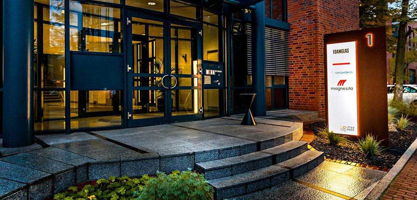 Itterpark, Hilden | Vollacrylglas-LED-Flächenlichter und Rückleuchter auf Corten-Stahl Stehlen