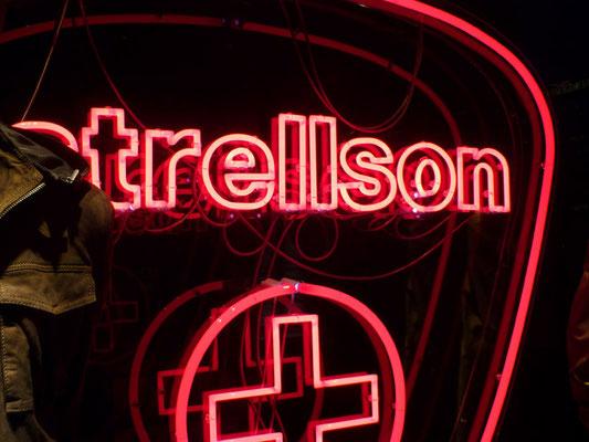 Strellson - NeonSign in Acrylglasbox