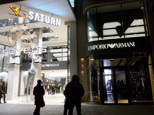 Emporio Armani, Düsseldorf | beleuchtete Adlersegmente und gerundete Außenwerbung