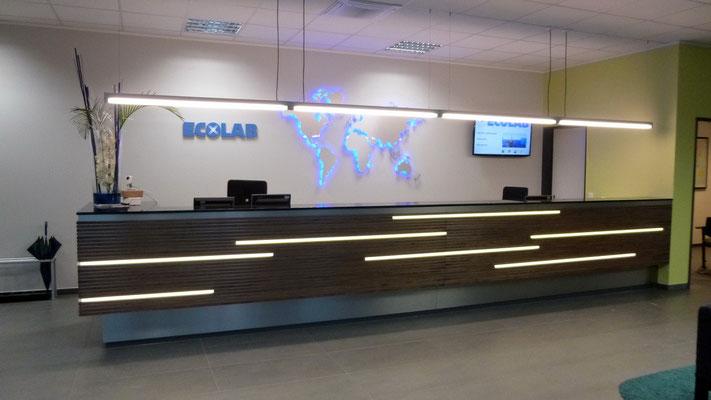 Ecolab, Monheim | hinterleuchtete Weltkarte und Einzelbuchstaben aus Acrylglas Vollmaterial (unbeleuchtet)