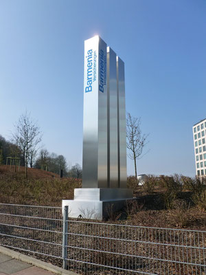 Werbepylon für Barmenia Versicherungen - Wuppertal - 5,0 m hohe Stelen aus Edelstahl aus einem Stück