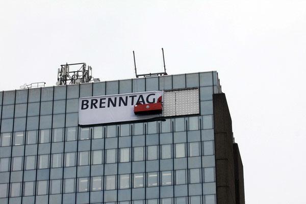 Brenntag AG, Mülheim | Einbau eines neuen PVC Backlit Spanntuchs und neuer LED-Ausleuchtung