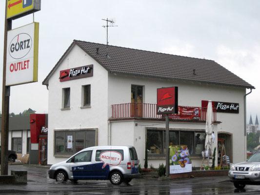 Pizza Hut, Wiesbaden | Realisation der kompletten Außenbeschriftung/Werbeanlagen