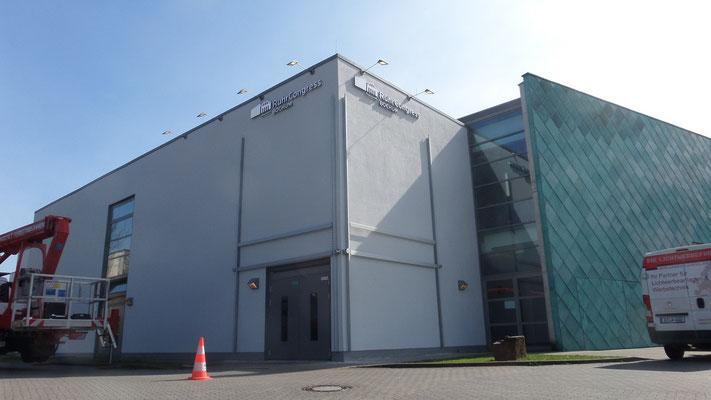Ruhrcongress, Bochum | Einzelbuchstabenschriftzüge als Vollacrylglas-LED-Fronleuchter sowie 2 Stück Bannerrahmen