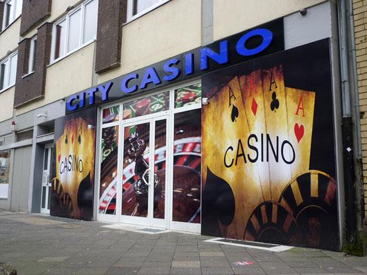 City Casino, Düsseldorf | Vollacrylglas-LED-Buchstaben als Frontleuchter auf einer lackierten Aluminiumblende