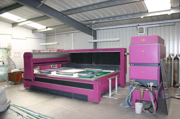 Aus der Produktion: Laser zum Ausschneiden von Acrylglas