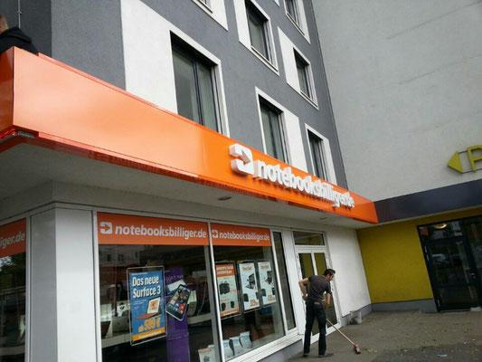 Einzelbuchstaben im Profil 5 (notebooksbilliger.de, Düsseldorf)